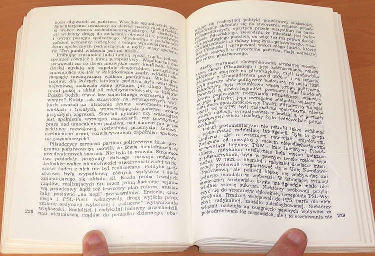 Friszke-Andrzej-O-ksztalt-niepodleglej-Warszawa-Biblioteka-Wiezi-Znak-1989-odzyskanie-niepodleglosci-Polski-1918
