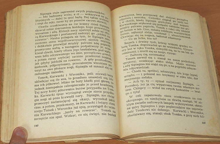 Dlugoszewski-Bronislaw-Mroz-Ludzie-za-kratami-Nasza-Ksiegarnia-1953-dla-dzieci-Syberia