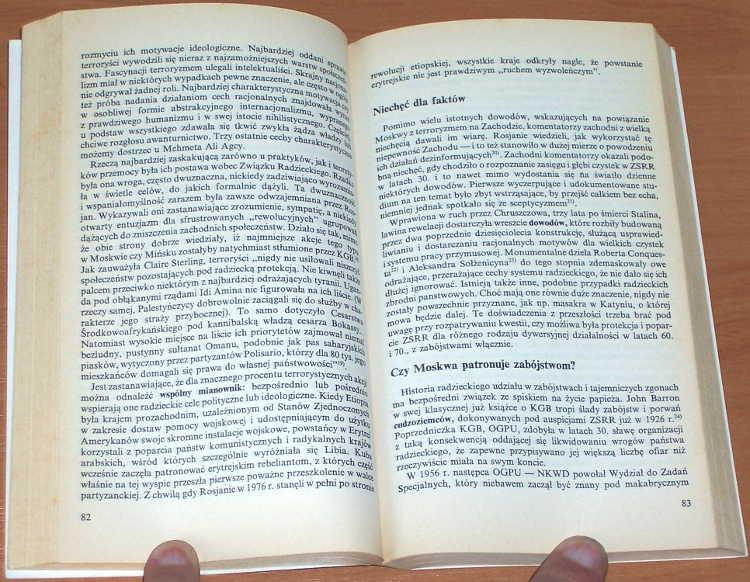 Henze-Paul-B-Spisek-na-zycie-Papieza-Warszawa-Fakt-1991-tlum-Waldemar-Kedaj-Jan-Pawel-II-papiez-terror-terroryzm