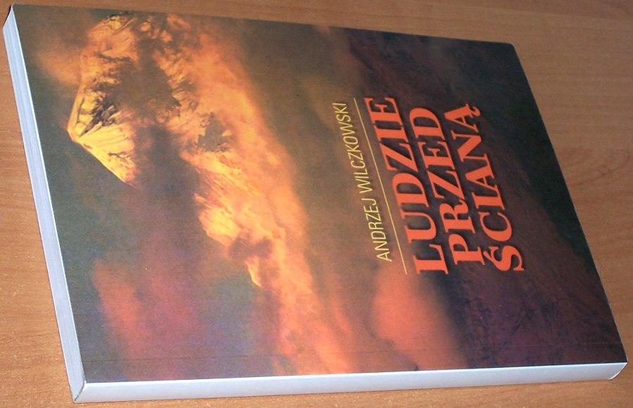 Wilczkowski-Andrzej-Ludzie-przed-sciana-Lodz-MiW-1999-Gory-Mountains-Tatry-Taternictwo-Wspinaczka